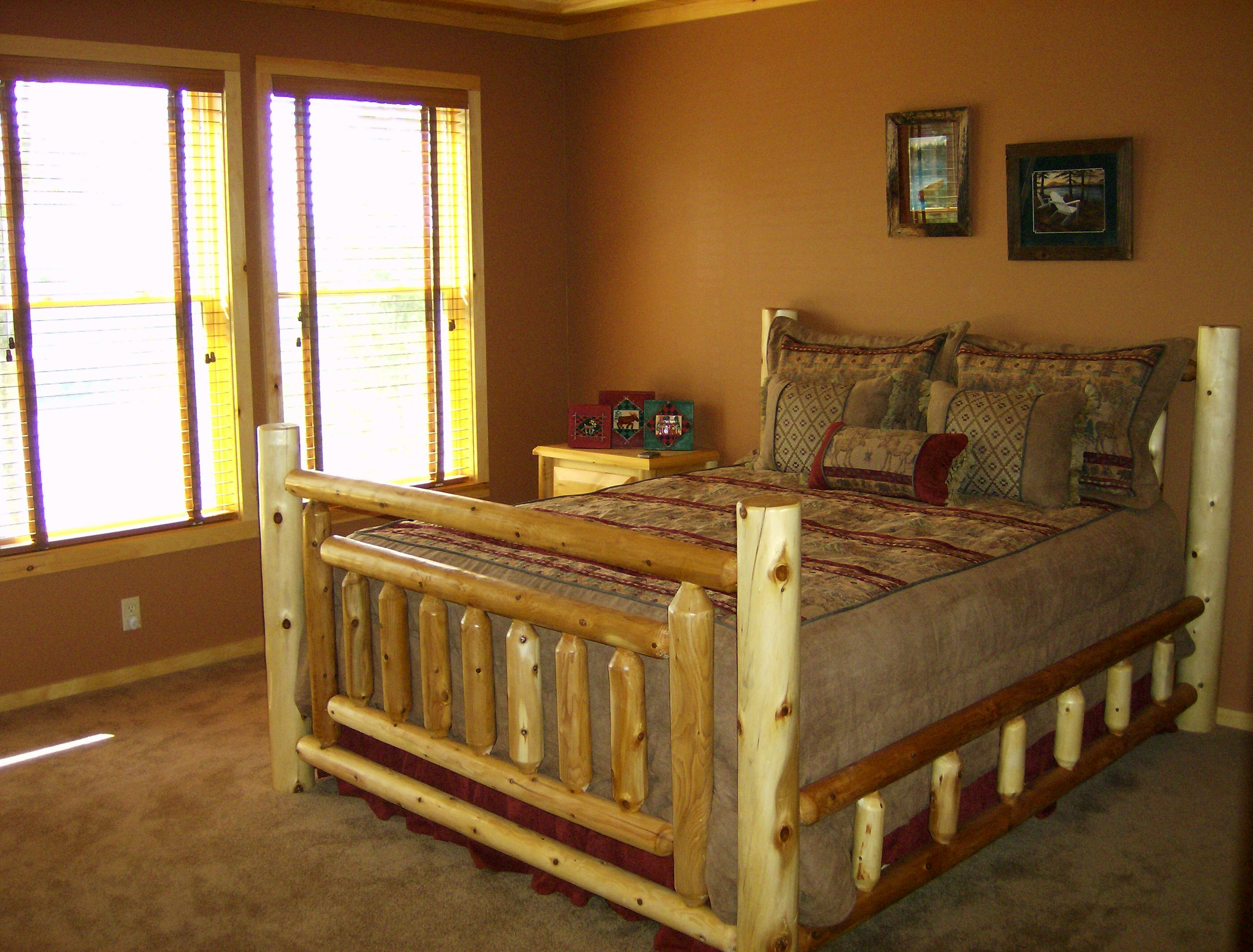 old_forge_adirondack_lvl_master_bed.jpg
